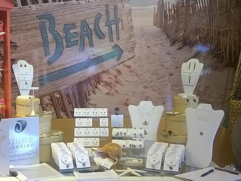 Dune Jewelry display - The beach is this way!